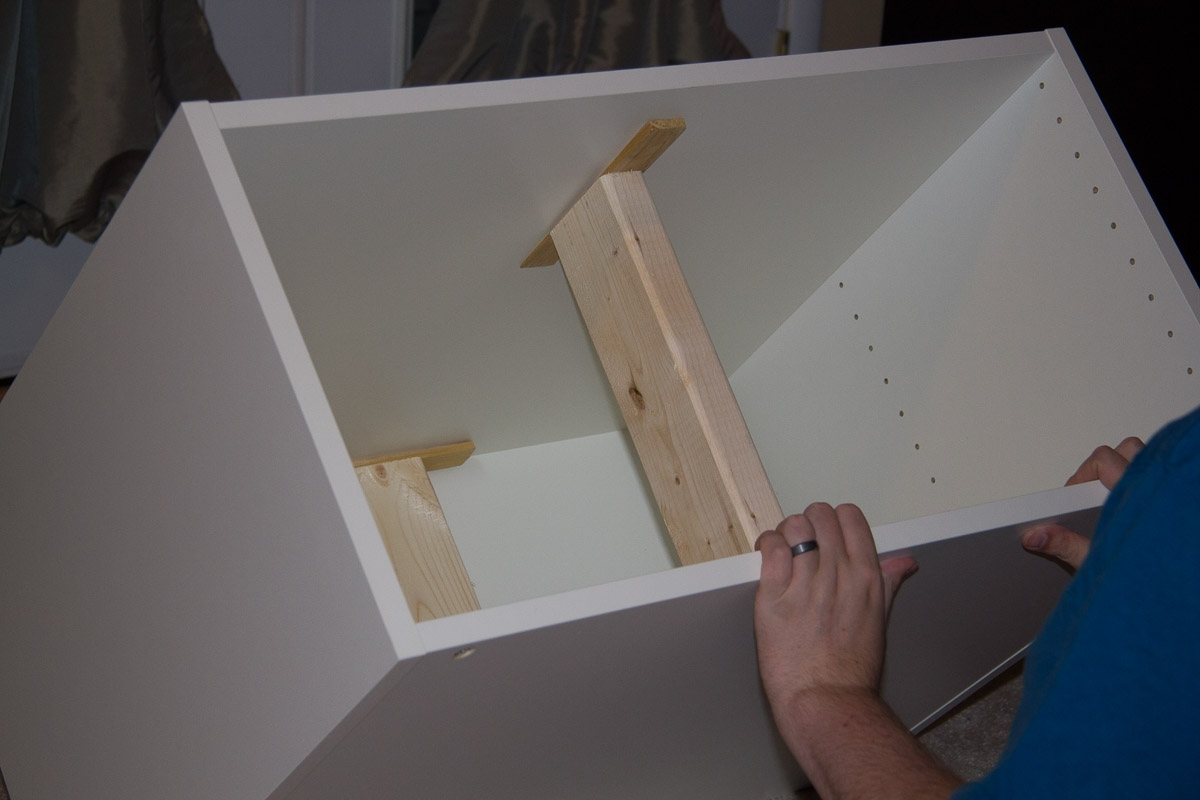 Building seating supports for diy banquette super nova wife for Ikea kitchen banquette
